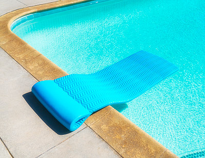 Poolside Float - p1154m2092941 by Tom Hogan