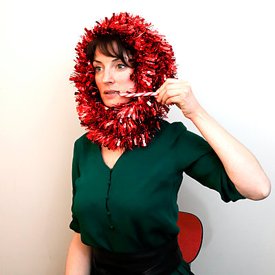 Woman with Christmas wreath around the head - p1521m2141346 by Charlotte Zobel