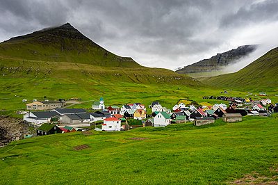 Denmark, Faroe islands, Estuyroy, Colourful houses in the village of Gjogv - p300m2081410 by Michael Runkel