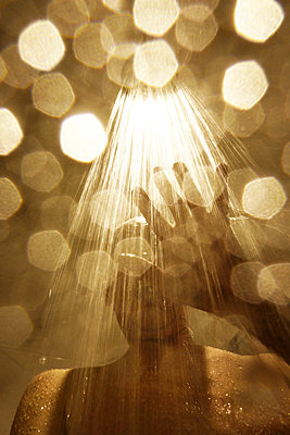Man having a shower - p597m1564604 by Tim Robinson
