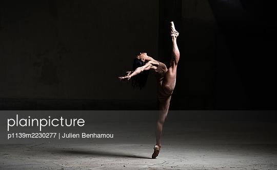 Ballet dancer - p1139m2230277 by Julien Benhamou