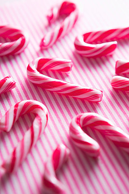 Candy canes - p1149m2126928 by Yvonne Röder