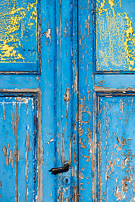 Blue door - p1418m1571903 by Jan Håkan Dahlström