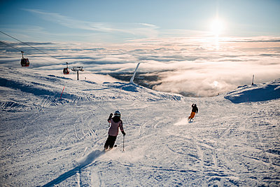 People skiing in ski resort in winter - p312m2280765 by Anna Johnsson