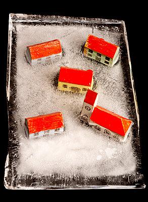 Eingefrorenes Dorf - p451m1491990 von Anja Weber-Decker