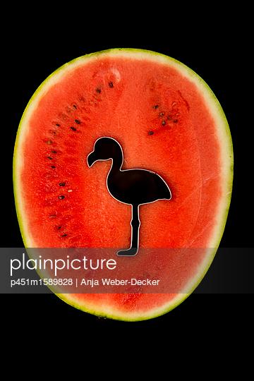 Flamingo Ausstecher in Wassermelone - p451m1589828 von Anja Weber-Decker