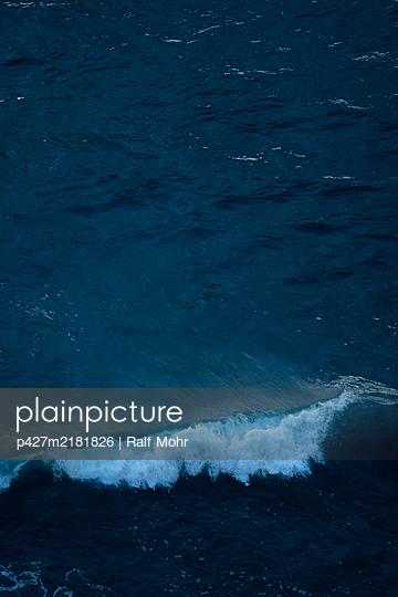Spain, La Palma, Wave - p427m2181826 by Ralf Mohr