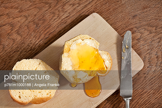 Brioche - p781m1000188 by Angela Franke