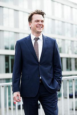 Erfolgreicher Geschäftsmann - p1221m1123965 von Frank Lothar Lange