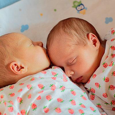 Schlafende Zwillinge - p1319m1209006 von Christian A. Werner