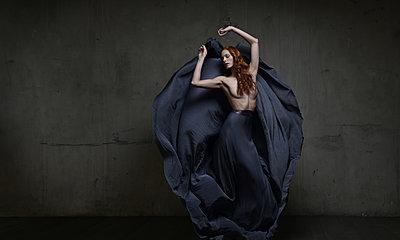 Ballerina - p1139m2022085 by Julien Benhamou