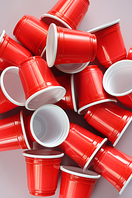 Red plastic cups - p450m2063206 by Hanka Steidle