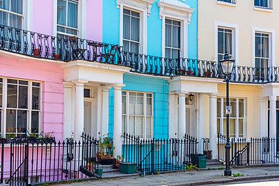 UK, England, London, Camden, Primrose Hill, Chalcot Crescent - p651m2062144 by Alan Copson