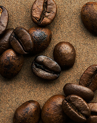 Coffee beans, close-up - p1629m2211311 by martinameier