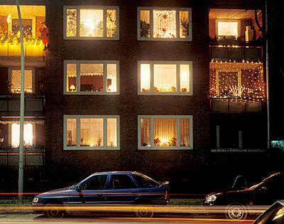 Fassade zu Weihnachten - p2370014 von Thordis Rüggeberg