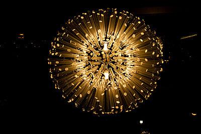 Moderne Lampe - p703m1200258 von Anna Stumpf