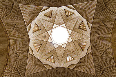 Ceiling of caravansery in Meybod - p798m1042973 by Florian Loebermann