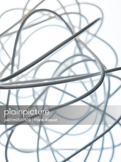 Weißes Kabel - p401m2037639 von Frank Baquet