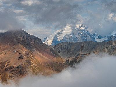 Border region Italy Switzerland, mountain landscape with snowcapped Ortler - p300m2059367 by Albrecht Weißer