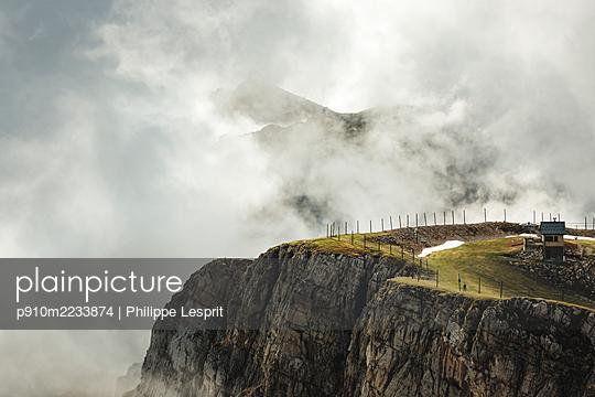 p910m2233874 by Philippe Lesprit