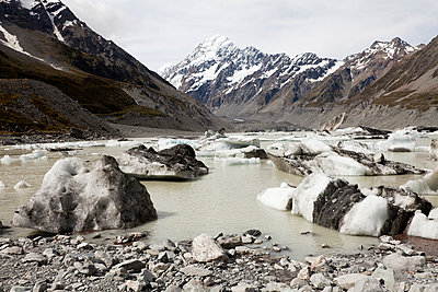 Mount Cook, Gletschersee, Neuseeland - p1599m2173717 von Sandra Bergemann