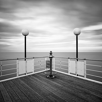 Germany, Mecklenburg-Western Pomerania, Usedom, pier with telescope - p300m982223f by wecand