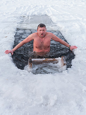 Man in ice pool  - p390m1582774 by Frank Herfort
