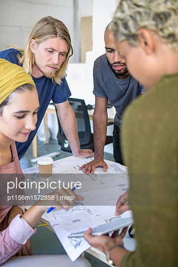 Junge Leute, Business - p1156m1572858 von miep