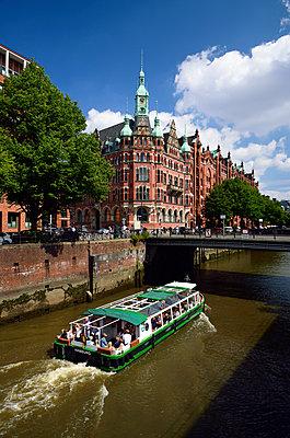 Touristenboot - p324m1137505 von Bildagentur Hamburg