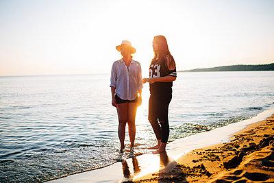 Two women on the beach - p352m1523653 by Benjamin Rudström