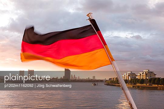 MS Deutschland - Traumschiff - p1202m1162092 von Jörg Schwalfenberg