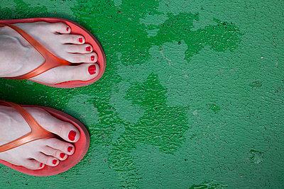 Red flip-flops - p4540765 by Lubitz + Dorner