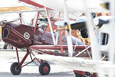 Alte Flugzeuge - p587m1222988 von Spitta + Hellwig