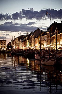 Nyhavn - p586m973082 by Kniel Synnatzschke