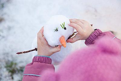 Making a snowman - p902m965925 by Mölleken