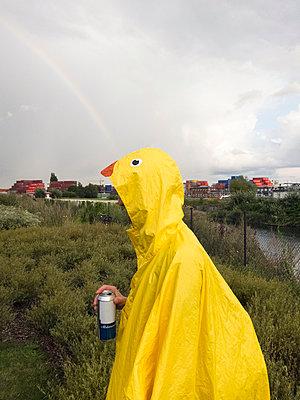 Regenjacke - p930m933661 von Phillip Gätz