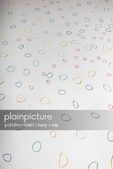 Rubber band - p1212m1110407 by harry + lidy