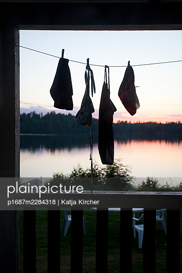 Sweden, Bathing clothes hanging on the porch to dry - p1687m2284318 by Katja Kircher