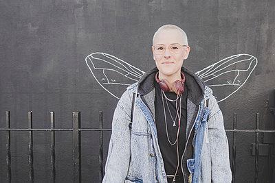 Portrait mit Flügeln New York - p1345m1286197 von Alexandra Kern