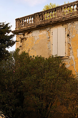Old balustrade - p470m658682 by Ingrid Michel
