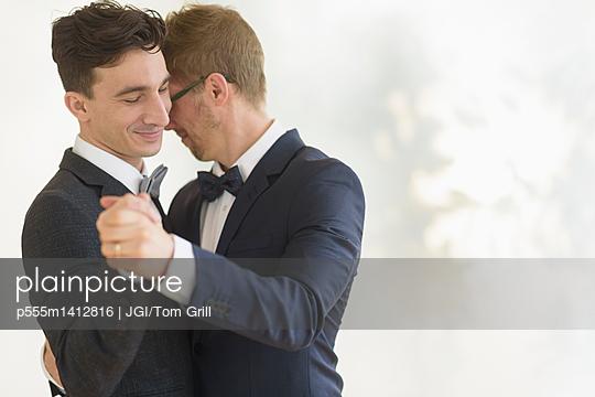 Caucasian gay grooms dancing at wedding - p555m1412816 by JGI/Tom Grill