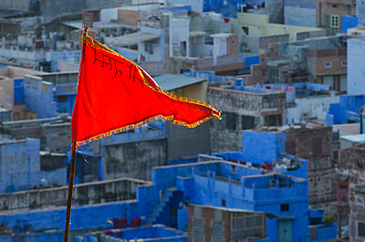 Red Flag in Blue City - p1072m941388 by chinch gryniewicz