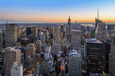 Blick auf Manhattan - p974m1109694 von Volker Banken