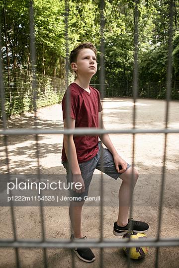 Junger Fußballspieler - p1222m1154528 von Jérome Gerull