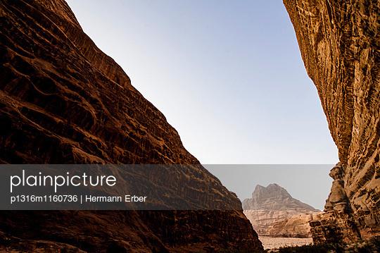 Felsformation, Wadi Rum, Jordanien, Naher Osten - p1316m1160736 von Hermann Erber