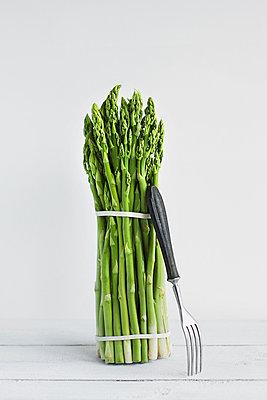 Ein Bund Grüner Spargel - p1006m1051213 von Danel
