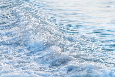 Full frame shot of sea waves at Camusdarach Beach, Lochaber, Scotland, UK - p300m2144683 by Scott Masterton