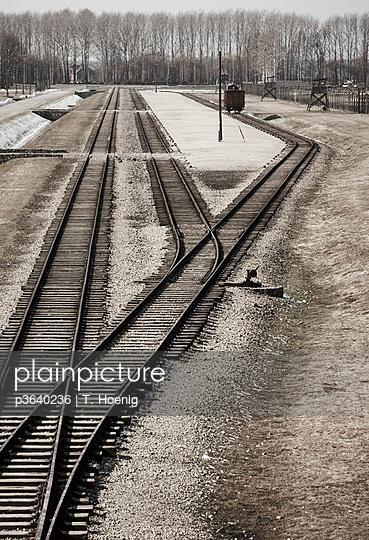 Eisenbahnschienen in Auschwitz - p3640236 von T. Hoenig