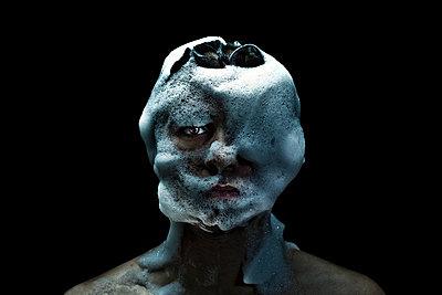 Man's face emersed in bubbles from foam pit - p1165m952620 by Pierro Luca