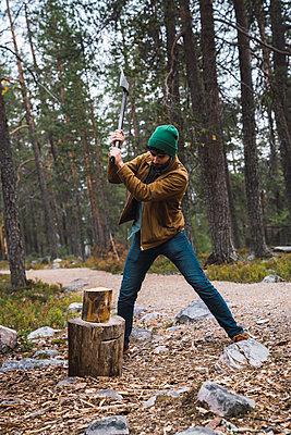 Man chopping wood in rural landscape - p300m2060851 by Kike Arnaiz